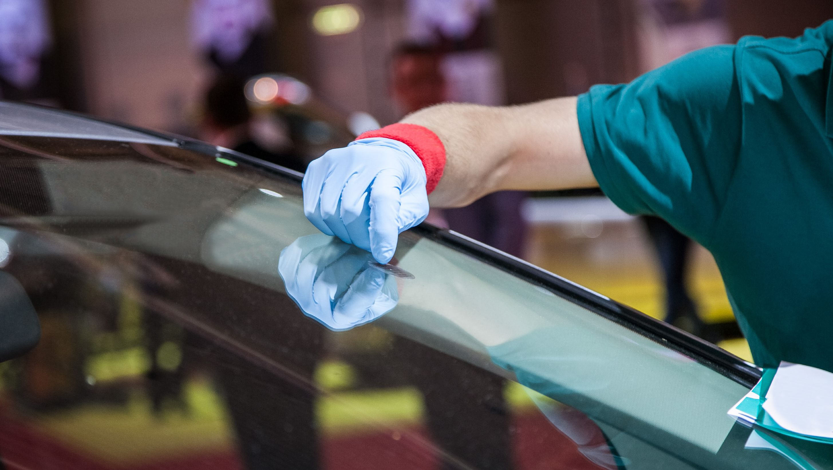 windshield repair for cracked or chipped auto glass in edmonton